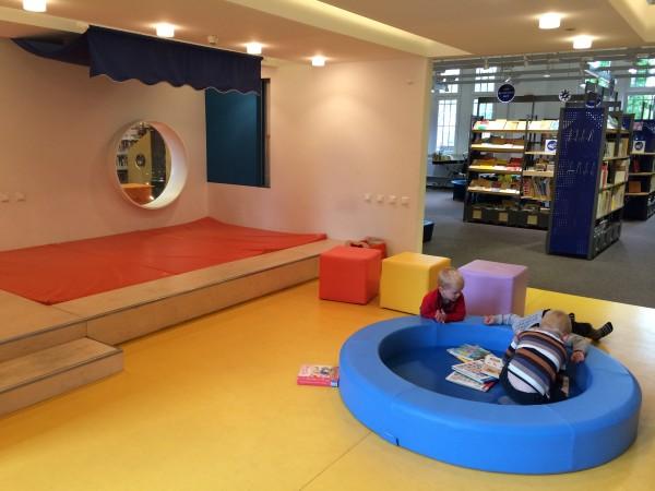 leggere ai bambini-biblioteca Amburgo