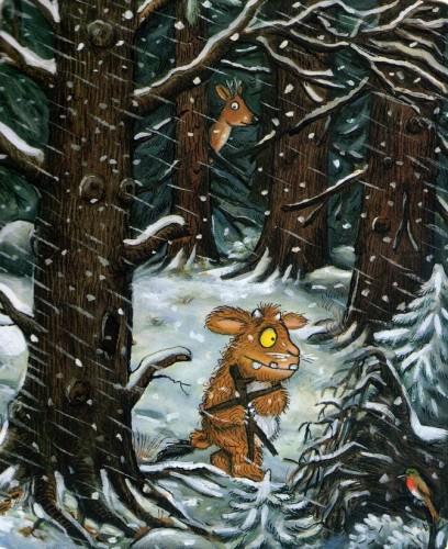 la piccolina cammina nella neve