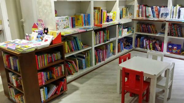 tavolini bassi alla Nuova Libreria Olimpico
