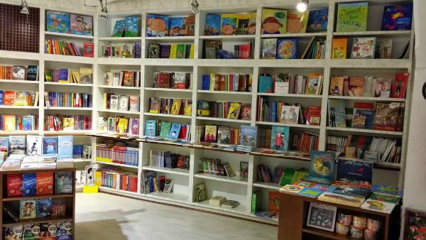 Nuova Libreria Olimpico scaffali