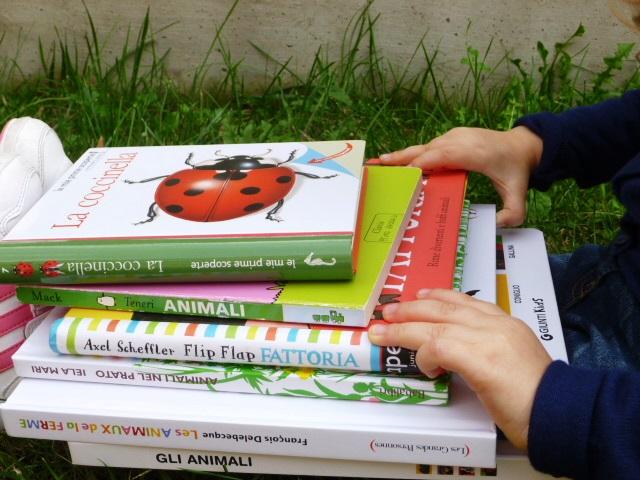 libri incolonnati sugli animali