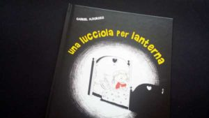 copertina di Una lucciola per lanterna