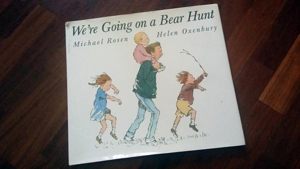 """La copertina inglese del libro """"A caccia dell'Orso"""""""