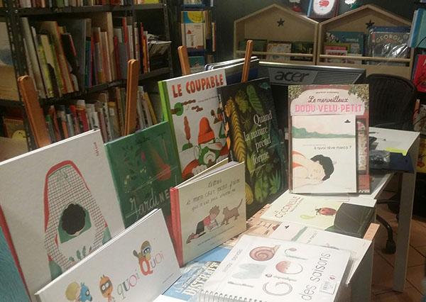 interno della libreria francese di roma