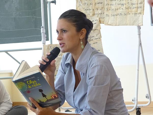 Paola Bisconti legge