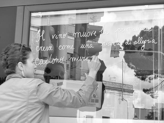 l'assalto poetico alle vetrine di Paola Bisconti