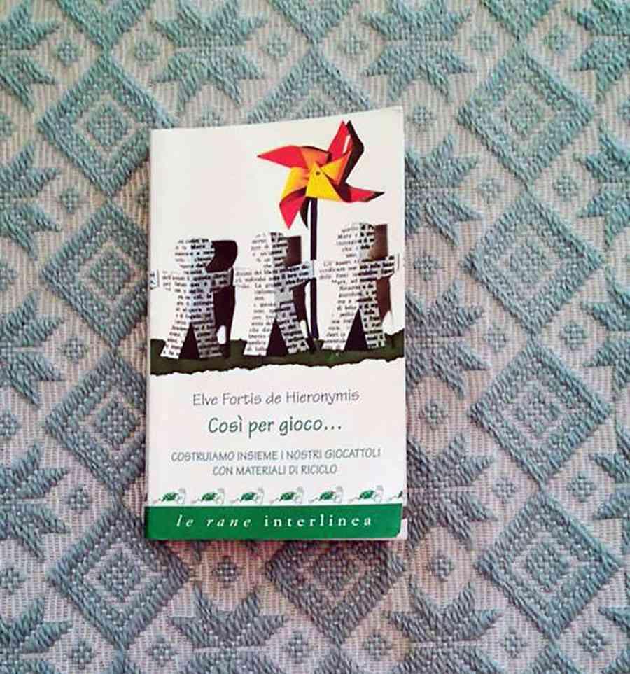 copertina del libro Così per gioco... costruire i propri giocattoli con materiali di riciclo