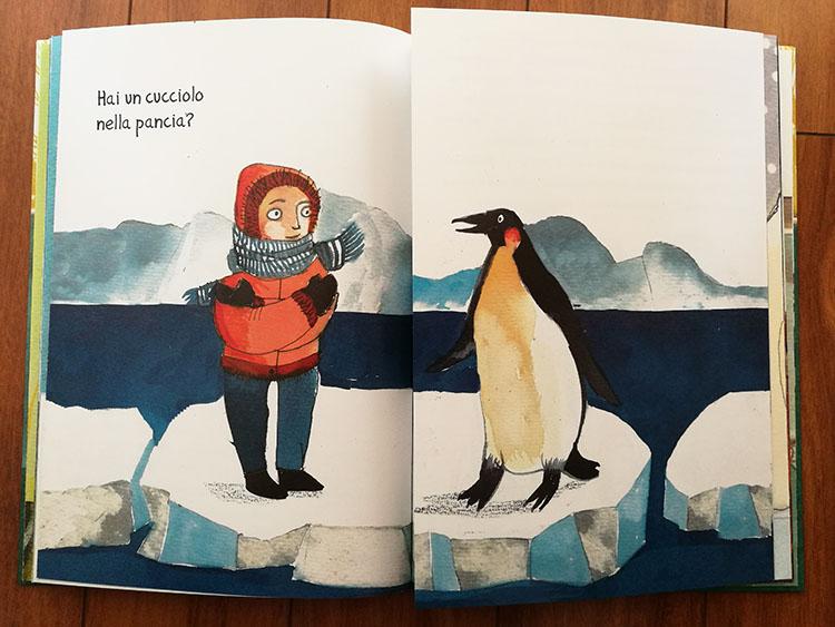 Il bambino chiede al pinguino