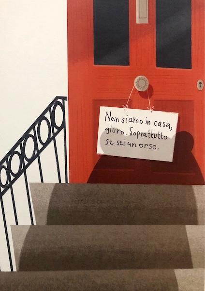 Il cartello appeso fuori della porta