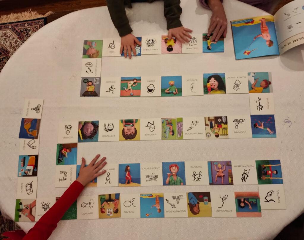 le tessere del domino in simboli